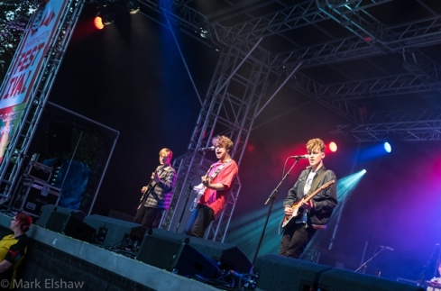 viola-beach-playing-at-warrington-festival-2015-smaller-1