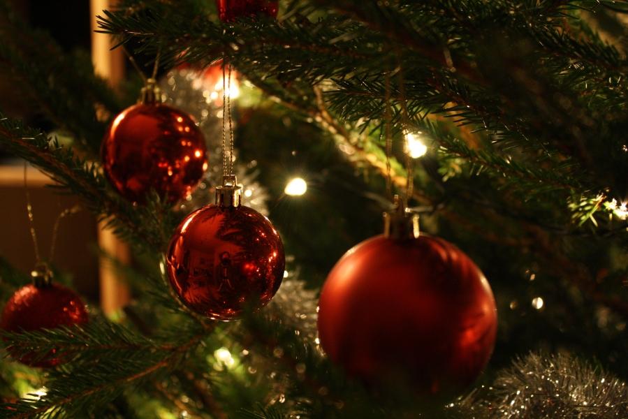 Christmas_tree_balls.jpg