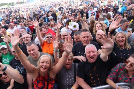 Crowd at Neighbourhood Weekender 2019